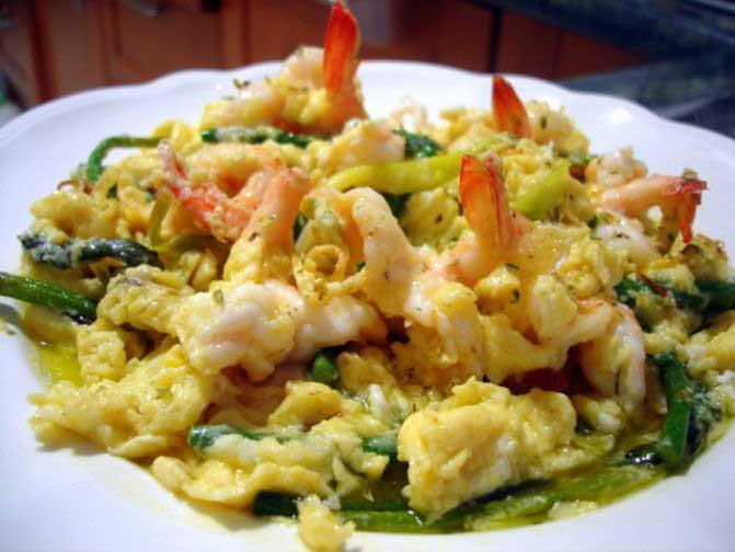 receta-huevo-avestruz-setas-gambas